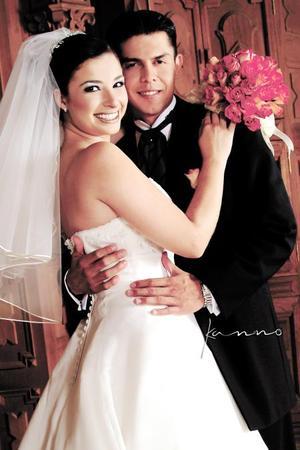 L.A.E. Omar Alejandro Arellano Torres y L.P. Rocío González Arrañaga recibieron la bendición nupcial en Casa de Cristiandad el 13 de septiembre de 2003.  <p> <i>Estudio Kanno</i>