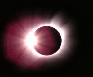 Este eclipse fue visto en su totalidad en el Polo Sur, donde no se producía un fenómeno de este tipo desde 1903, se estima que también fue apreciado parcialmente en Australia, en la Polinesia, Nueva Zelanda y en el extremo sur de Chile y Argentina. La fase total del eclipse se inició al sur del océano Indico y concluyó en la costa Princess Astrid.