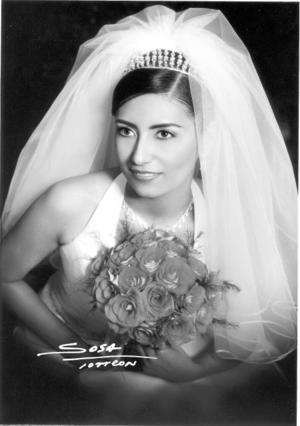 C.P. Silvia Azucena Ortiz Reynoso el día de su enlace nupcial con el Ing. Raúl Robles del Río.  <p> <i>Studio Sosa</i>
