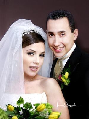 L.C.I. Jesús Alday Cuéllar y C.P. Liliana González Tinajero contrajeron matrimonio en la parroquia Los Ángeles el 25 de octubre de 2003. <p> <i>Estudio Laura Grageda</i>