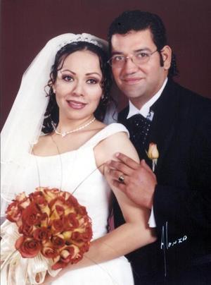 Sr. Alberto Salazar Sada y Srita. Lydia Oralia  Hernández Meza recibieron la bendición nupcial en la iglesia de La Inmaculada Concepción el 15 de  noviembre de 2003. <p> <i>Estudio Alonzo</i>