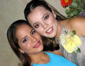 Loreley Rosalía Ceballos Pérez-Vertti con su hermana Zaira Ceballos Pérez-Vertti.