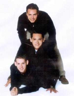 César, Sergio y Pedro Edgardo Cárdenas Dávila son hijos de los señores Pedro Cárdenas y Arcelia Dávila de Cárdenas.
