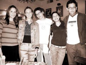María Victoria Bassagaystegui festejó su cumpleaños acompañada por Laura Gajón, Priscilla Hernández, Martín Nevárez  y Rodolfo Alcalá.
