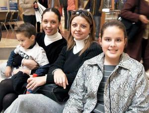 Marifer Aguilar de Lozano, ALberto Lozano, Ilse Fernández Pose e Ilse Pose de Fernández