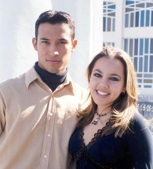 Omar Guzmán Banda y Loreley Ceballos Pérez Vertti contraerán matrimonio el 26 de diciembre de 2003.