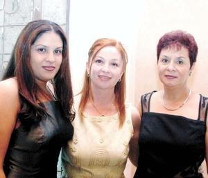 Daniella Zepeda, Sonia Maeda y Gloria Treviño de Zepeda