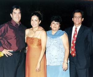 Efraín Flores García, Karla Salazar de Flores, Alicia de Meneses y Alfonso Meneses.