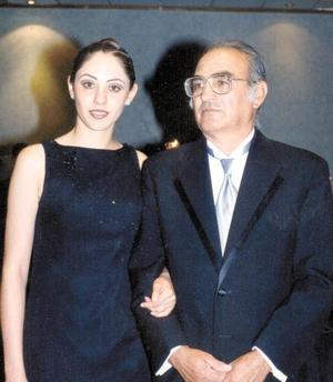 <u>30 de noviembre </u><p> Señorita Sayda Aydin Hijar Beltrán acompañada por su papá el Ing. Pedro A. Hijar Martínez.