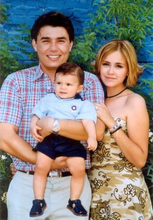 <u>30 de noviembre </u><p> El pequeño Diego Armendáriz Arroyo junto a sus padres Diego Armendáriz Reyes Retana y Shelssea Arroyo de Armendáriz.