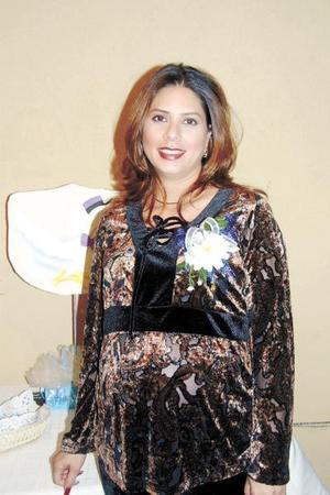 Albertine Acevedo de Dávila fue festejada con una fiesta de canastilla por el próximo nacimiento de su bebé.