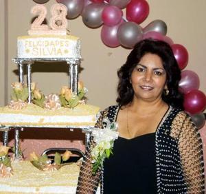 <u>30 de noviembre </u><p> Silvia Ávila Hernández fue festejada con un convivio por su aniversario organizado por familiares.