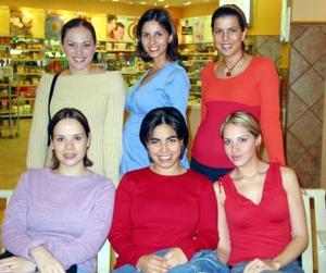 Claudia Roca, Karla Samaniego, Alexandra Roca, Victoria Dávila, Carolina Cárdenas y Marisol González.