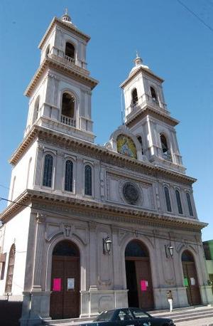 La capilla de San Juan Bautista de la colonia San Joaquín se creó a iniciativa de los padres Claretianos, quienes comenzaron una comunidad parroquial en aquel sector de la ciudad. Se elevó a rango de parroquia en el año de 1960, y ya para esa fecha los padres diocesanos la atendían.