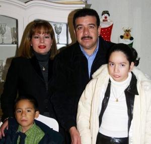 <u>03 de diciembre </u><p> Darío Alexis Ochoa Ríos festejó su cumpleaños en compañía de sus papás, Darío Ochoa e Hilda Ríos y de su tías Katty Rios, en días pasados