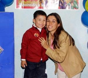 Luis Manuel Becerra Escárcega acompañado de su mamá Marisol Escárcega de Becerra en la fiesta infantil que le organizó con motivo de su cumpleaños.