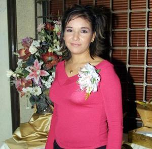 Elena Alvarado Rodríguez en la despedida de soltera que se le ofreció por su próximo enlace nupcial.