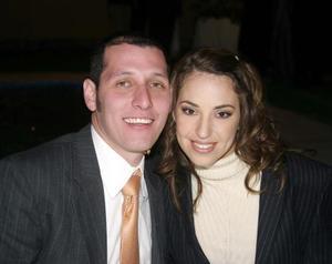 Carlos Castro y Liliana Arizpe en un festejo de boda.