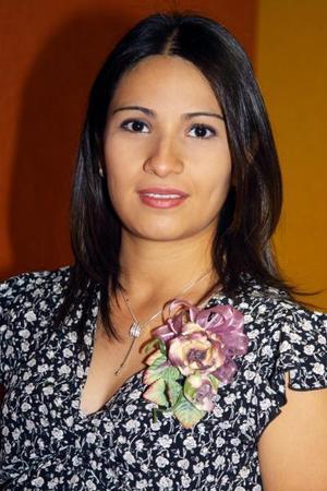 Marcela García de Llorens recibió gran número de obsequios en su fiesta de canastilla.