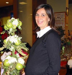 Por el próximo nacimiento de su bebé Isabel Vicario de Murra disfrutó recientemente de una fiesta de canastilla