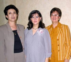 Rosa Isela Enríquez de Ramos espera la llegada de su bebé, y por tal motivo se ofreció un convivio organizado por las señoras Guadalupe Castro de Ramos y Alejandra Martínez de Enríquez.