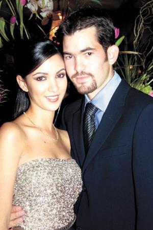Ing. Carlos G. Valdés Bohigas y Srita. Aurora Gutiérrez Mansur contrajeron matrimonio civil el cinco de diciembre de 2003.