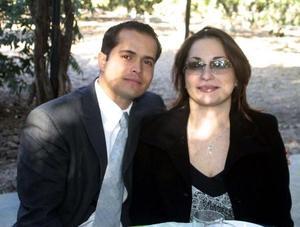 <u>07 de diciembre</u><p> Tito Porragas y Maru de Porragas en un banquete de boda.