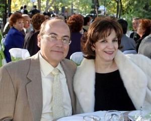 Jorge Guajardo y Gabriela de Guajardo en reciente festejo de boda.