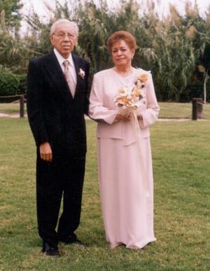 Porfr. Rogelio García Medina y Sra. Natalia Castañeda de García celebraron su 50 aniversario de bodas de oro matrimoniales con una misa de acción de gracias el 23 de agosto de 2003.