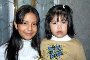 Las niñas Mayra Camacho Arrañaga y Fátima Cano Camacho fueron captadas en pasado convivio.