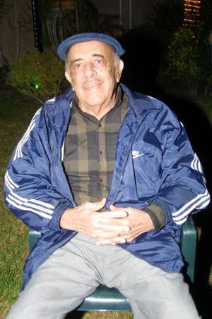 Gustavo Aguirre Linares festejó sus 80 años de vida con un convivio que le ofrecieron sus hijos en días pasados