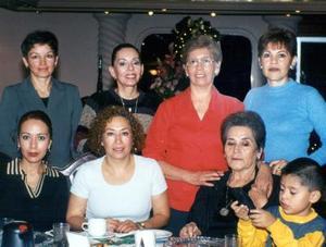 <u>07 de diciembre </u><p> Vicky Balderrama, Rita Rosales, Bertha Vega, Martha Leyva, Ana Luisa Adame, Caro Gutiérrez y Salomé Aarón fueron captadas en pasada reunión.