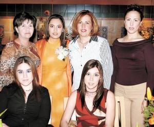Lupita de Robles, Irma de Robles, Griselda de Correa, Griselda Robles y Claudia Robles acompañaron a Cecilia Robles en su festejo de despedida