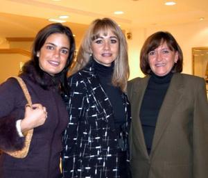 <u>11 de diciembre</u><p>  Sofía Karam, María de los Ángeles Mijares y Sylvia Lavín captadas en pasado acontecimiento social.