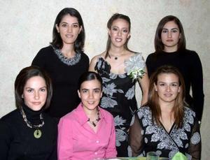 <u>12 de diciembre</u><p>  Selene, Estela, Lucy, Cecy  y Cynthia acompañaron a la festejada Margarita Tosca el día de su despedida de soltera.