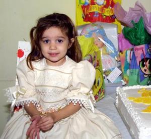Edia Selena Adame Bernal festejó su tercer  aniversario de vida con una divertida fiesta infantil que le ofrecieron en días pasados.