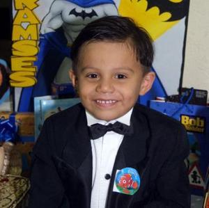 El niño Alan Rivas Rodríguez fue captado en el convivio infantil que le prepararon con motivo de su cuarto cumpleaños