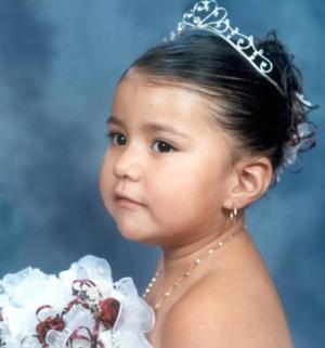 <u>10 de diciembre </u><p> Por su tercer aniversario, la niña Jenifer Daniela Vizcarra Muñoz fue festejada por sus papás Felipe de Jesús Vizcarra y Cecilia Muñoz.