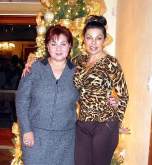 Elsa Mena y Susana Russek captadas en un festejo navideño