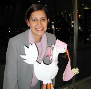 Gloria Verónica Sifuentes de Albarrán en su fiesta de regalos para bebé.