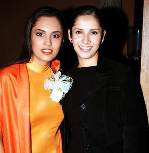 <i>11 de diciembre </i><p>  La Srita. Alejandra Sánchez Magallanes acompañó a Cecilia Robles Hernández en su despedida de soltera.