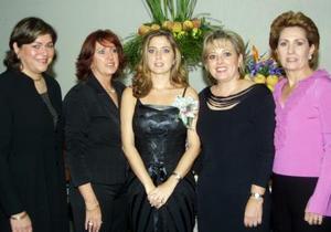 La cercana contrayente  Maica G. Borbolla con Nora de Borbolla, Mary Carmen B. de Cicero, Mary Tere B. de Garza e Irma R. de Borbolla.