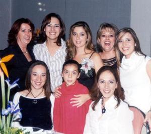 Mary Carmen de Cicero, Ana Isabel de Sifuentes, Mary Tere de Garza, Mayte de Cantú, Malena de Marmolejo, Mary Jose Borbolla y Rosy de Pámanes acompañaron a la futura contrayente Maica Borbolla en su fiesta de despedida.