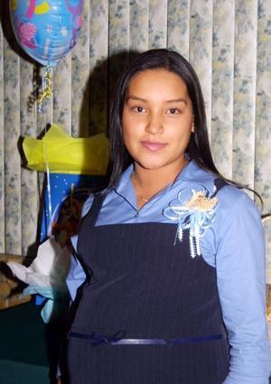 <u> 13 de diciembre </u> <p> ISandra Ávila de Núñez recibió un gran número de obsequios en la fiesta de canastilla que se le ofreció en días pasados.