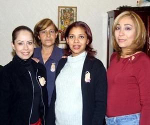Karla Caballero de González acompañada de Verónica Caballero, Blanca Sánchez y Maribel Olivares en la fiesta de canastilla que le ofrecieron recientemente