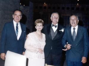 Don Salvador Álvarez y María Elena Cruz acompañados de  Armando Canales y Wilfrido Treviño.