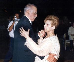 Los señores Salvador Álvarez y María Elena Cruz celebraron sus bodas de Oro.