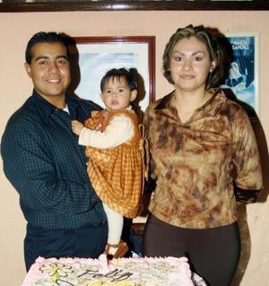 La pequeña Andrea Segura Ledesma festejó su primer cumpleaños con un divertido convivio junto a sus padres Enrique Segura Santaella y Yuriria Ledesma de Segura.