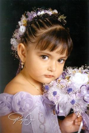 Niña Melissa Gabriela Sánchez  en una fotografía de estudio con motivo de sus tres años de vida, es hija de los señores Mario Sánchez Galindo y Damiana Acosta Perales.