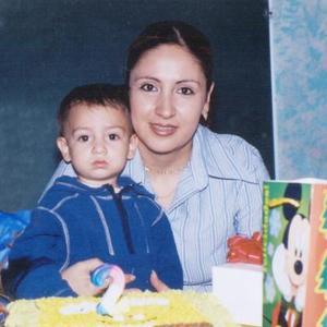 Diego Alexander Ramírez Sánchez junto a su mamá María Guadalupe Sánchez de Ramírez el día de su segundo aniversario.